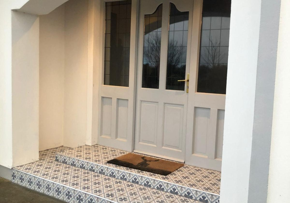 New Victorian Tiled Step Porch